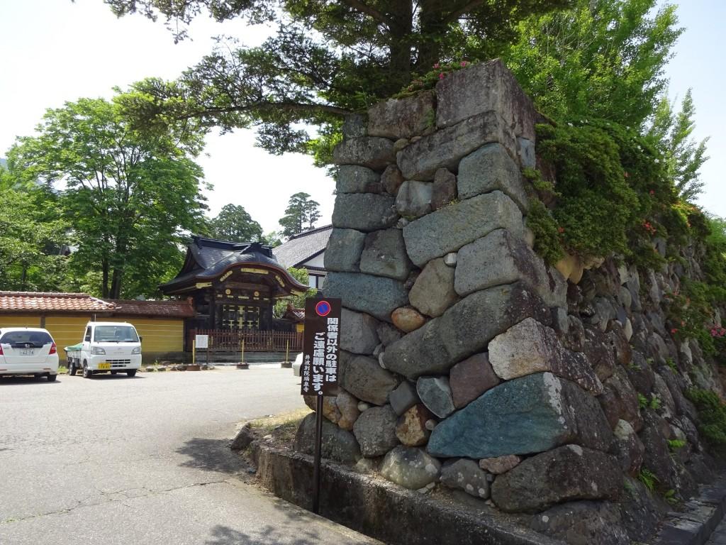 瑞泉寺式台門と石垣